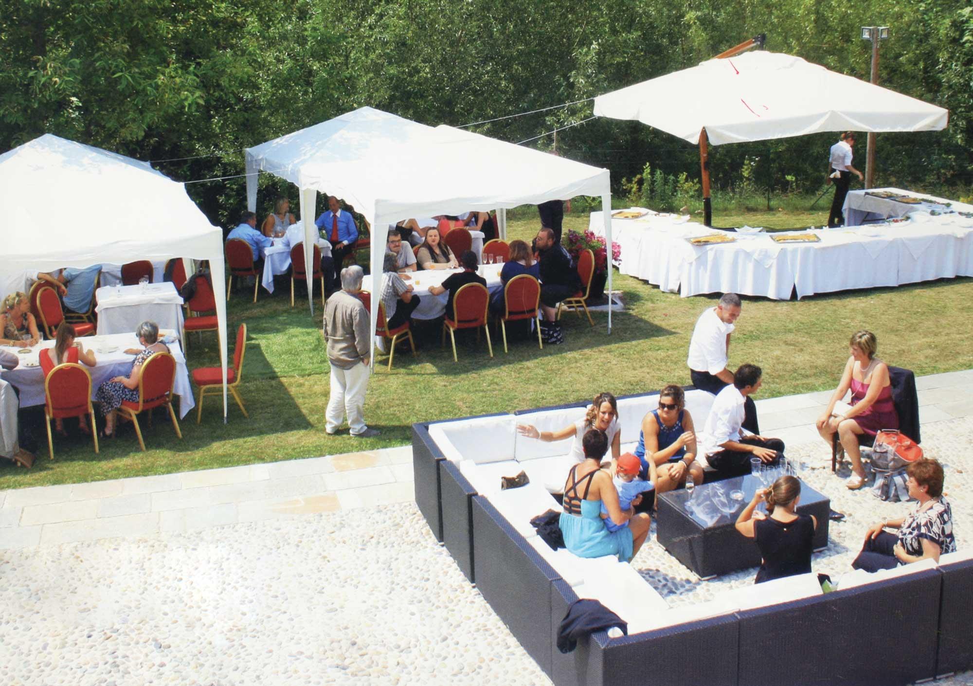 Eventi e meeting cascina canova for Salotti esterni